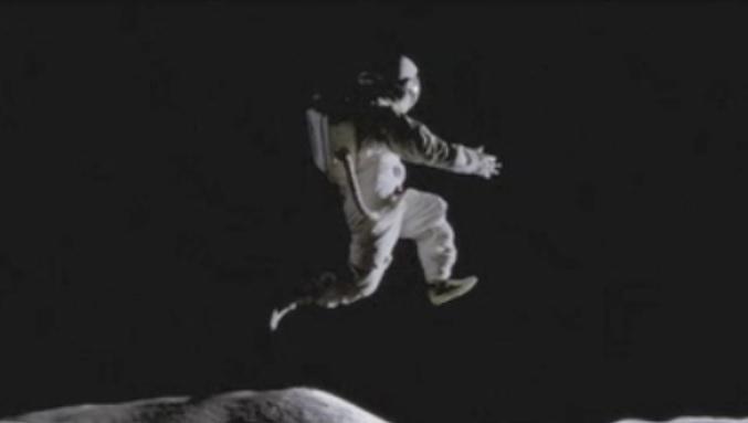 Astronauta saltando en la luna (spot de Nike)